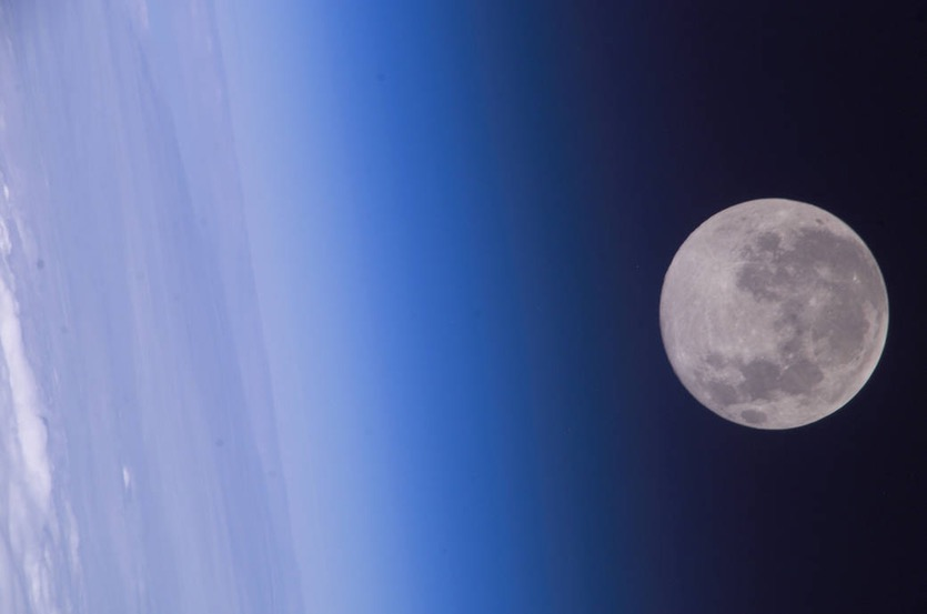 Oxygen on Earth Is Slowly Shifting to Lunar Surface